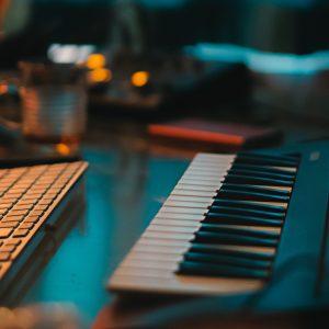 Kostenlose Tools, mit denen du zuhause Musik machen kannst